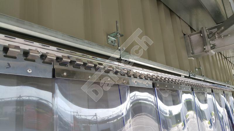 Aufhängung von verziehbarem Streifenvorhang