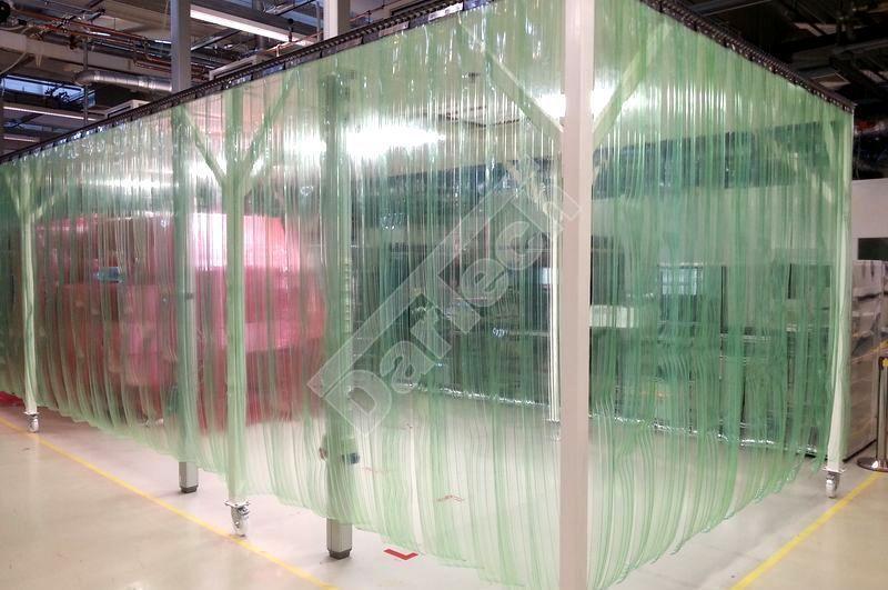 ESD antistatisch, Raumtrenner aus gerippten PVC Streifen