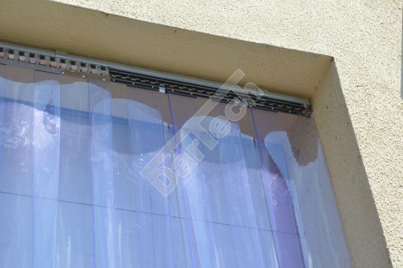 Verziehbarer Streifenvorhang