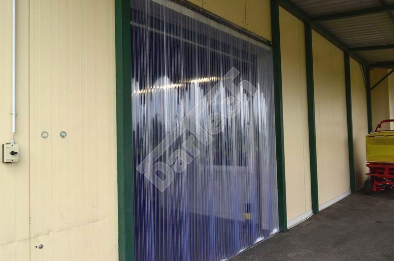 Vorhang aus gerippten PVC Streifen